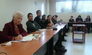 De izquierda a derecha: la Dra. Delia Crovi Druetta (UNAM), el Mtro. Daniel Hernández Gutiérrez (UAM-L) y el Mtro. Oscar Hernández Razo (UAM-L) respectivamente, atentos a la discusión de la primera parte del seminario.