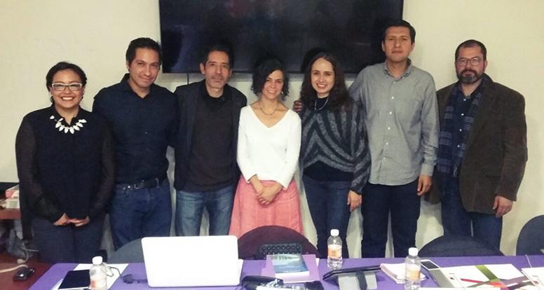 En la foto de izquierda a derecha: Mtra. Karla Edurne Ramos, Dr. Ozziel Nájera, Mtro. Daniel Hernández, Mtra. Larisa Enríquez, Dra. Gladys Ortiz, Mtro. Oscar Hernández y Dr. Pablo Castro