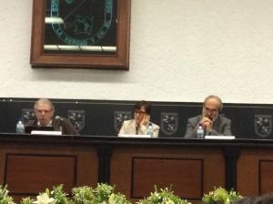 De izquierda a derecha: Dr. Bernard Miège, Dra. María Elena Meneses (presidenta AMIC 2013-2015) y Dr. Raúl Fuentes Navarro quién comentó la Conferencia Magistral (Profesor-Investigador de ITESO Guadalajara).